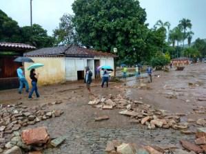 Chuva forte registrada na quarta-feira (27/01) alagou o centro da cidade e causou prejuízo aos habitantes