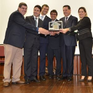 O minsitro das Cidades, Bruno Araújo, entregou o prêmio Selo de Mérito a todas as equipes vencedoras nas quatro categorias. Foto: Alex Malheiros