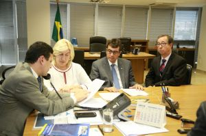 Os representantes da ABC entregaram as propostas para a melhoria do programa Cartão Reforma. Foto: Sérgio William